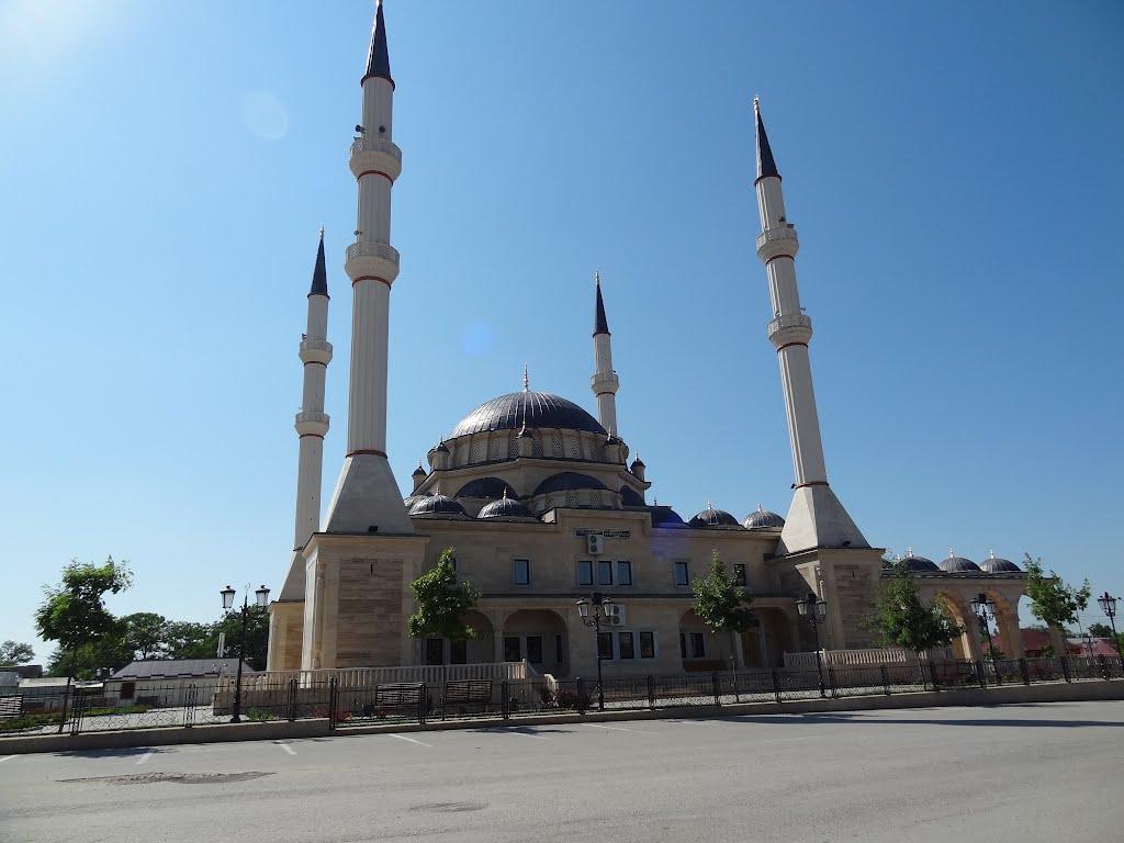 6 мечетей имени Кадыровых архитектура