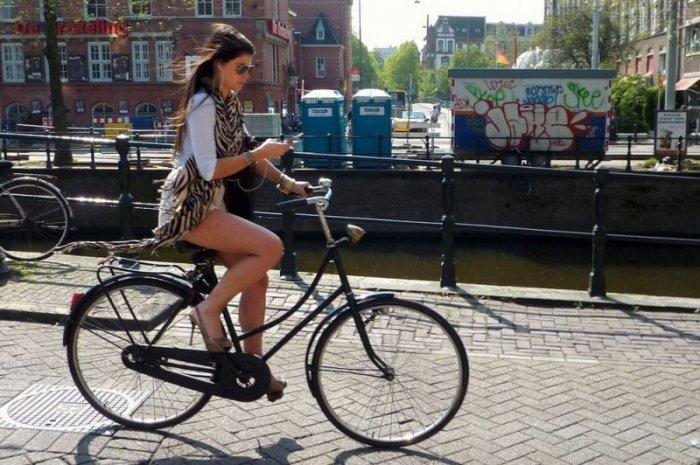 Девушки на велосипедах