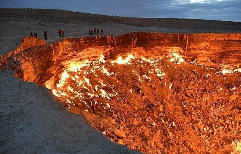 Дрон снял удивительное видео кратера по прозвищу «Дверь в преисподнюю», горящего более 40 лет природа