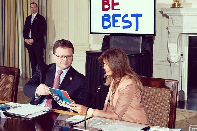 Мелания Трамп обсудила молодежные программы в Белом доме Новости