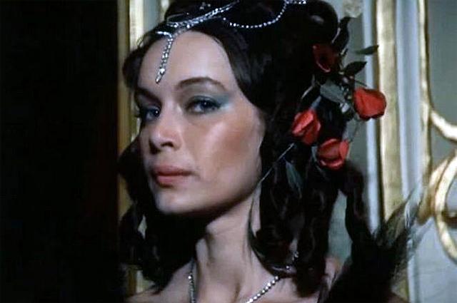 «Сбежала в Париж и погибла в автокатастрофе» — что случилось со звездой фильма «Покровские ворота» Валентиной Воилковой актриса
