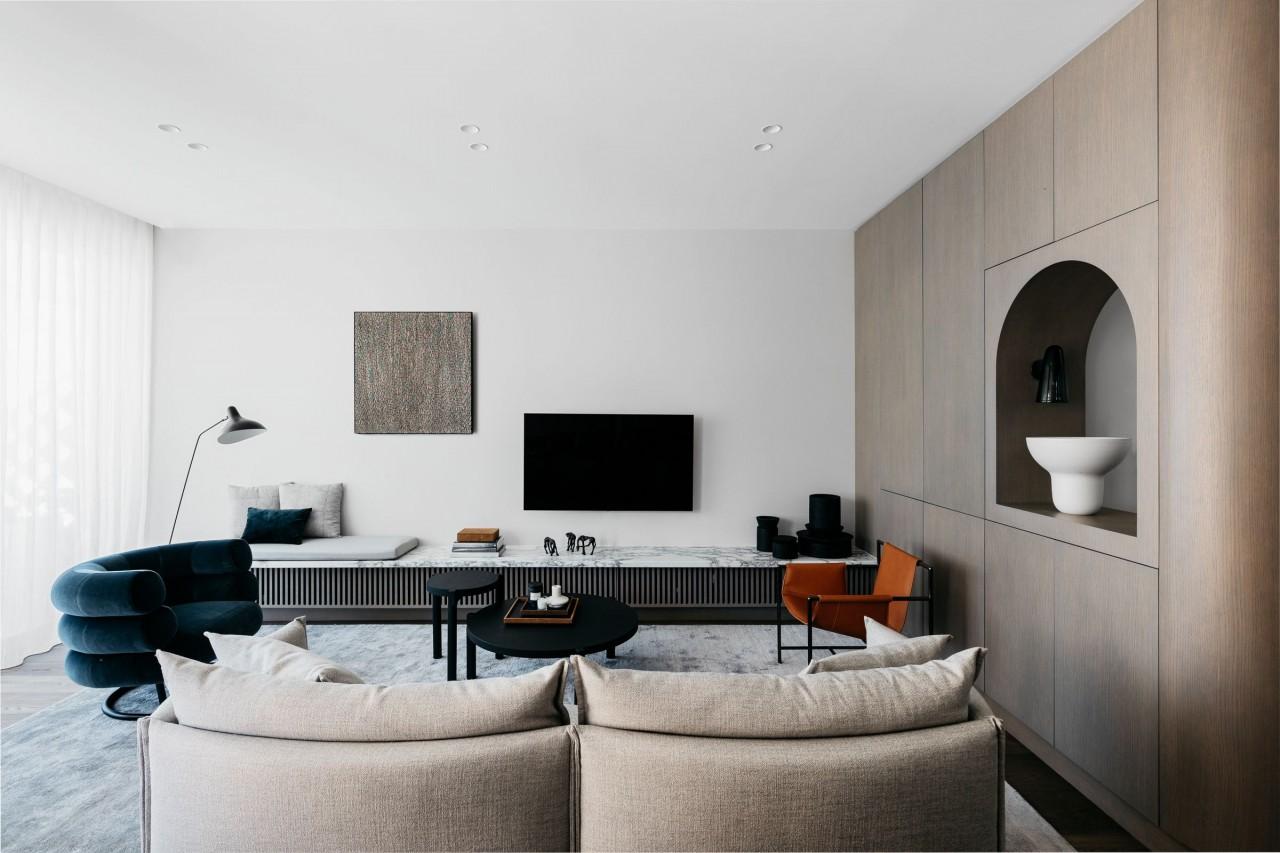Модный минималистичный интерьер дома на берегу океана в Сиднее белый интерьер