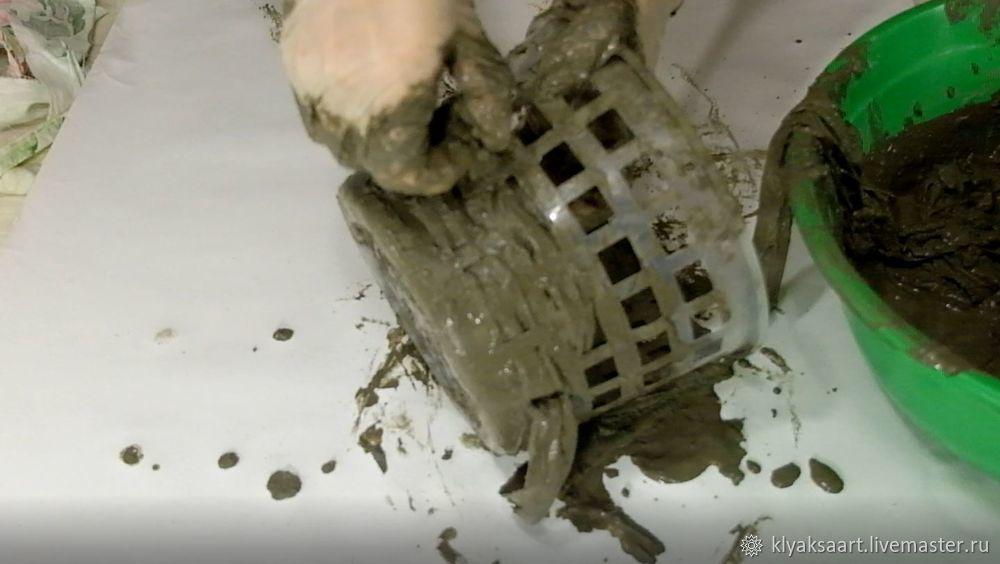 Что можно сделать из дырявого пластикового ведра? пластиковое ведро