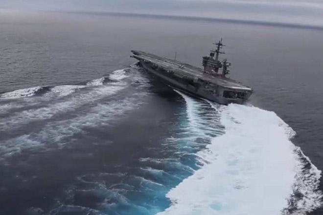 Как резко разворачивается авианосец в океане