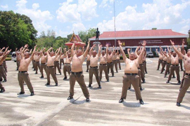 В Тайланде появился лагерь для полицейских с лишним весом