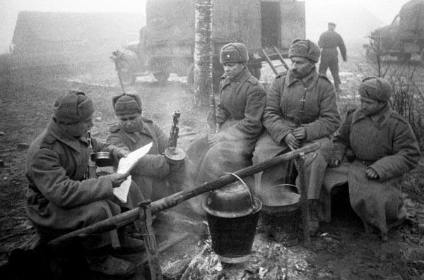 «Столы ломились отмолочных поросят»: банкеты Сталина вовремя войны Интересное